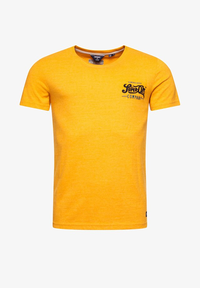 RE-WORKED CLASSIC APPLIQUE - T-shirt con stampa - upstate gold marl