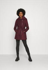 ONLY - ONLCANE COAT - Krátký kabát - bordeaux - 1