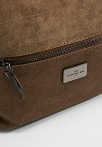 TOM TAILOR - ELIN - Across body bag - taupe - 6
