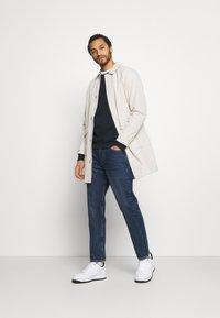 Burton Menswear London - SWALL EMBROIDERED CREW - Sweatshirt - navy - 1