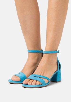 Sandals - pool
