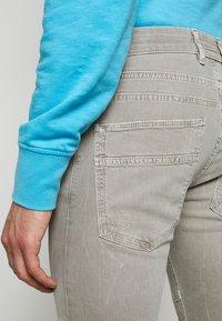 DRYKORN - RAZ - Slim fit jeans - grau - 6