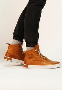 Blackstone - Höga sneakers - cognac - 1