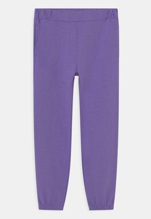 NKFSWEAT - Pantaloni sportivi - dahlia purple