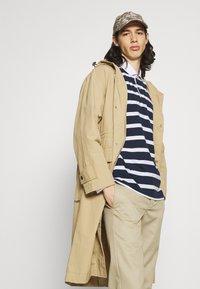 Newport Bay Sailing Club - BOLD STRIPE RUGBY - Polo shirt - navy - 3