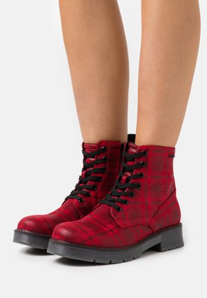 Lace-up ankle boots - red