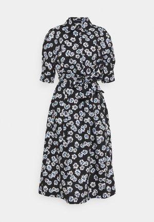 DRESS STYLE BELTED WAIST PLEATS DETAILS - Vestido camisero - black