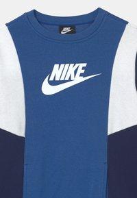Nike Sportswear - AMPLIFY CREW - Sudadera - game royal/blue void/white - 2