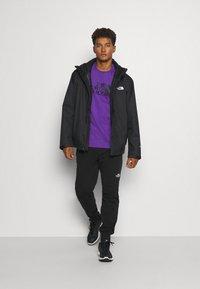 The North Face - M S/S EASY TEE - EU - T-shirt med print - peak purple - 1