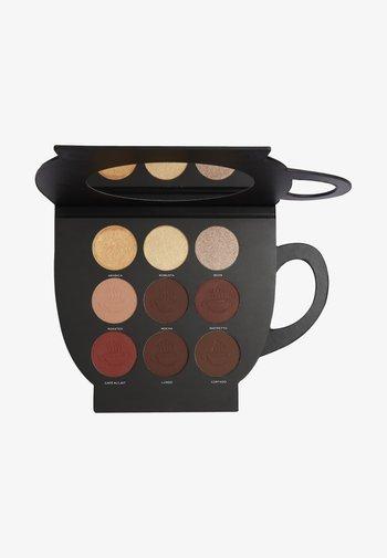 REVOLUTION X FRIENDS GRAB A CUP FACE PALETTE - Face palette - -
