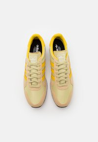 adidas Originals - USA 84 UNISEX - Sneakers basse - hazy beige/hazy yellow/halo gold - 3