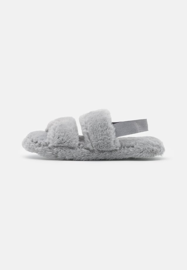 TWO BAR FLUFFY SLIDER WITH ELASTICATED STRAP - Pantofole - grey