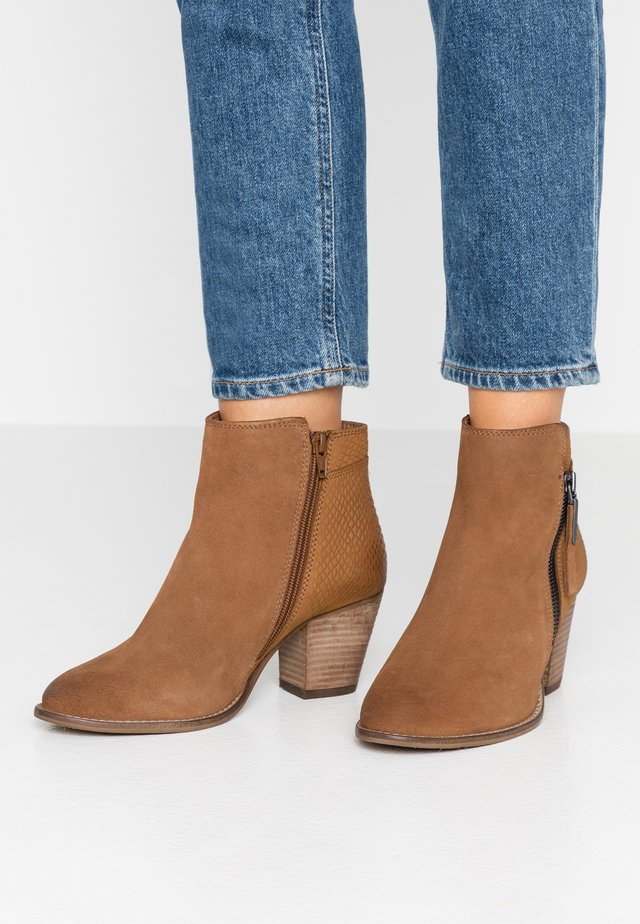 WIDE FIT PONNTOON - Ankle boot - camel