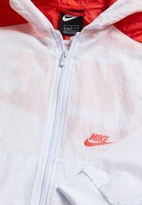 Nike Sportswear - Kurtka sportowa - football grey/track red/white - 3