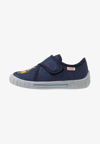 BILL - Slippers - blau