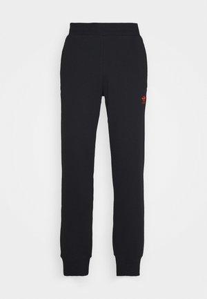 TREFOIL PANT UNISEX - Pantalones deportivos - black/scarle