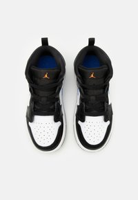 Jordan - AIR 1 MID UNISEX  - Basketbalové boty - black/racer blue/white/total orange - 3