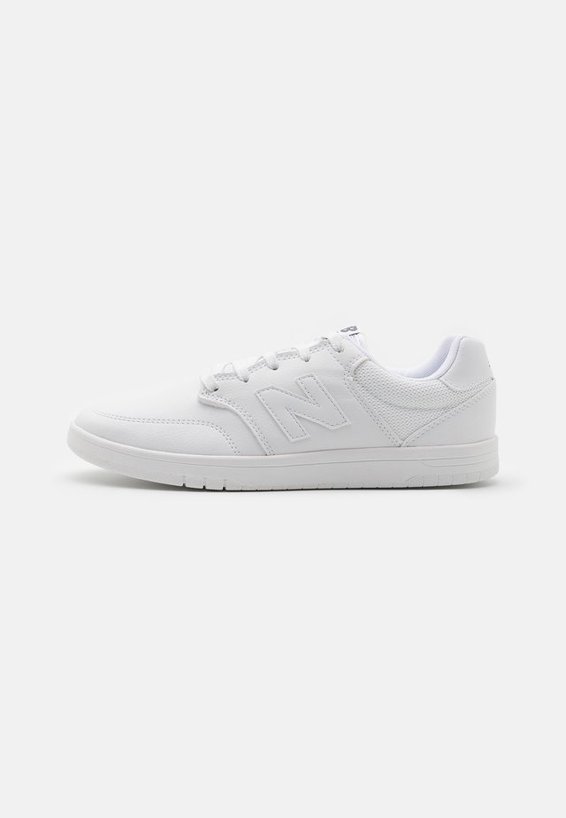 AM425 - Matalavartiset tennarit - white