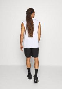 Tommy Hilfiger - LOGO FLAG SHORT - Sports shorts - black - 2