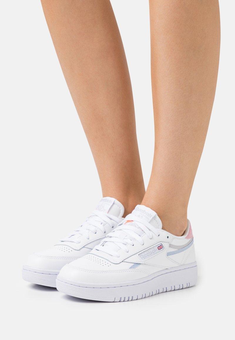 Reebok Classic - CLUB C DOUBLE - Sneakersy niskie - footwear white/cold grey/orange fluo
