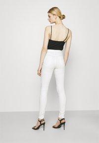 Vila - VISKINNIE ROSIE  - Jeans Skinny Fit - cloud dancer - 2