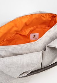Lässig - NECKLINE BAG - Sac à langer - choco melange - 4