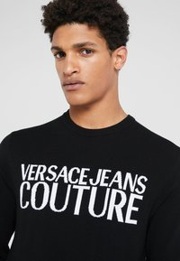 Versace Jeans Couture - Stickad tröja - black - 4