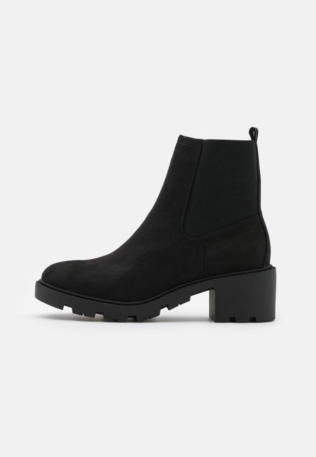 CHELSEA UNIT BOOT - Kotníkové boty - black