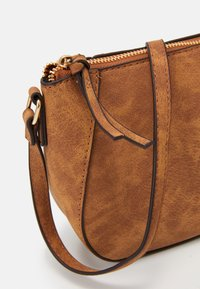 Dorothy Perkins - CURVED - Across body bag - tan - 4