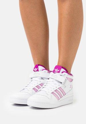 FORUM MID  - Höga sneakers - footwear white/sonic fuchsia