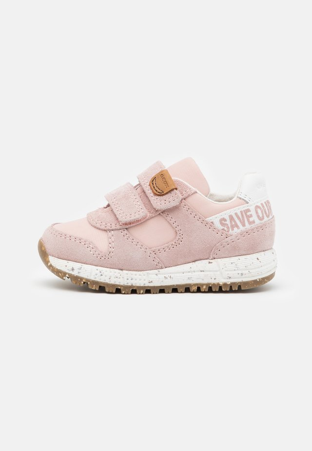 ALBEN GIRL WWF - Trainers - light rose
