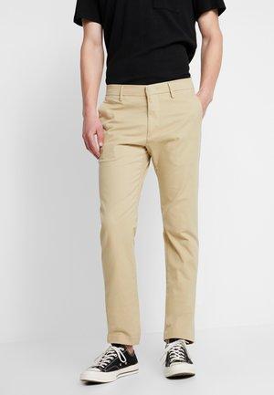 THEO - Chino kalhoty - sand khaki