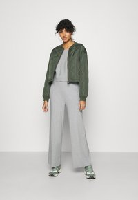 Even&Odd - SET STRICK - Jumper & Wide leg trouser - Svetr - mottled light grey - 1