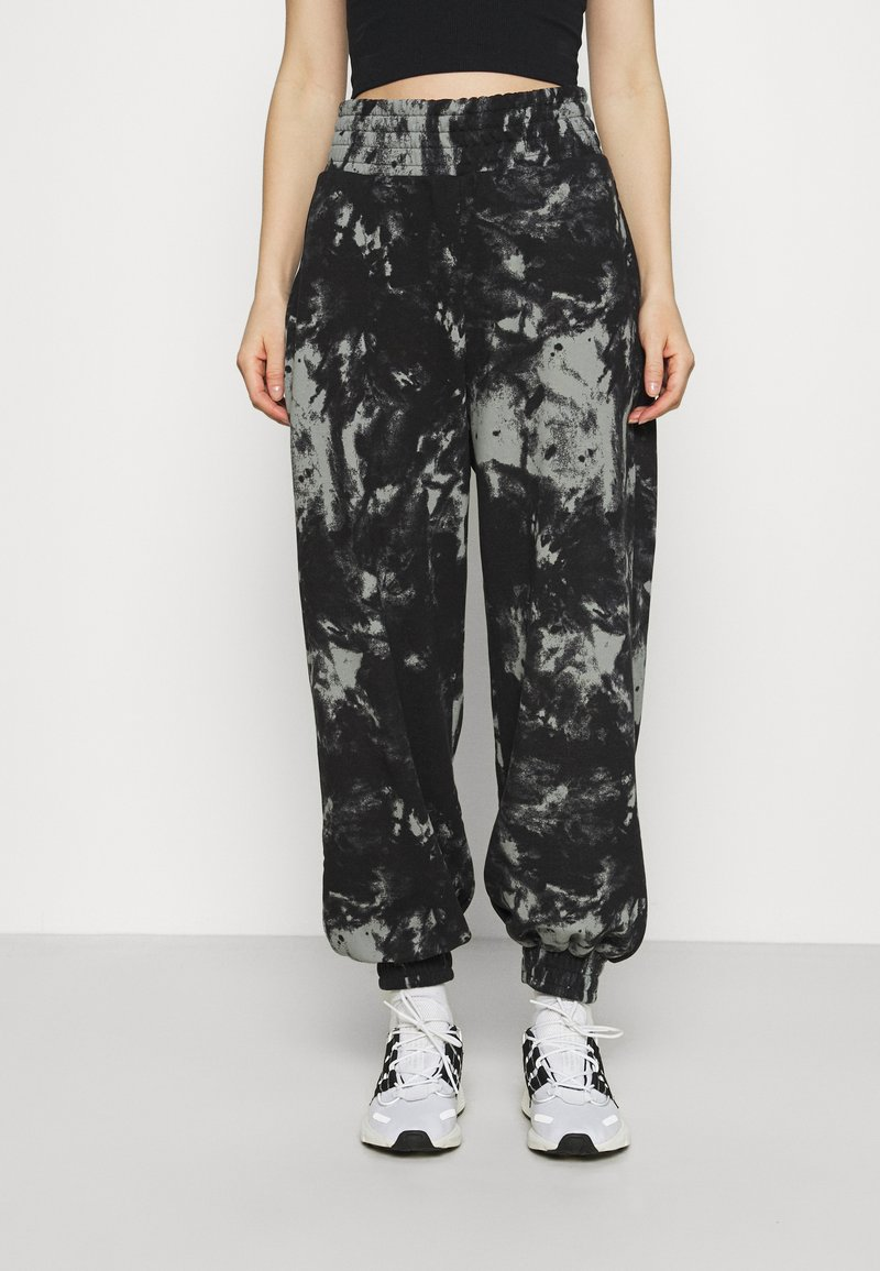 KENDALL + KYLIE - OVERSIZED HIGH RISE - Tracksuit bottoms - black/grey
