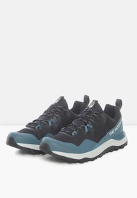 The North Face - M ACTIVIST FUTURELIGHT - Casual lace-ups - aviator navy/mallard blue - 2