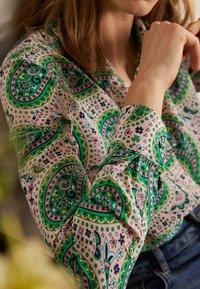 Boden - Button-down blouse - zartrosa trendiges paisleymuster - 3