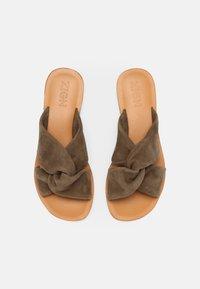 Zign - Pantofle - khaki - 4
