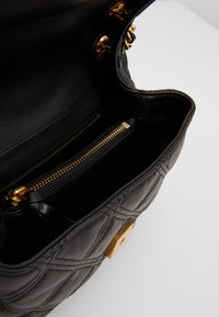 Tory Burch - FLEMING SOFT SMALL CONVERTIBLE SHOULDER BAG - Handbag - black - 4