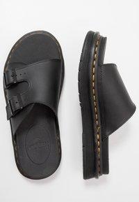 Dr. Martens - DAX SLIDER - Pantofle - black hydro - 1