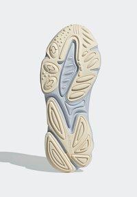 adidas Originals - OZWEEGO - Trainers - blue - 4