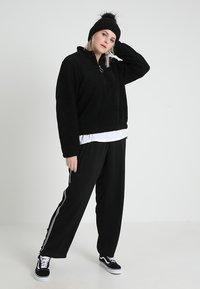Urban Classics Curvy - LADIES SHERPA BATWING TROYER - Fleece trui - black - 1