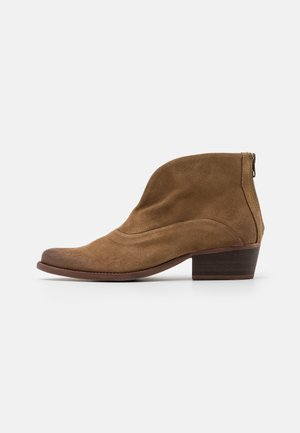 WEST - Ankle boots - marvin stone
