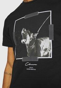 CLOSURE London - DOBERMAN TEE - Print T-shirt - black - 4