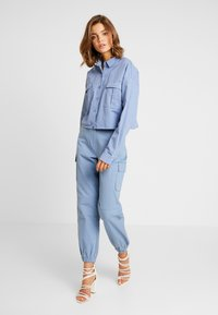 Missguided - CROPPED OVERSIZED UTILITY SHACKET - Denim jacket - blue - 1