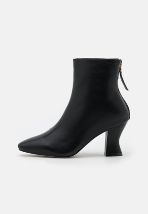 WIDE FIT OLERIA - Nilkkurit - black