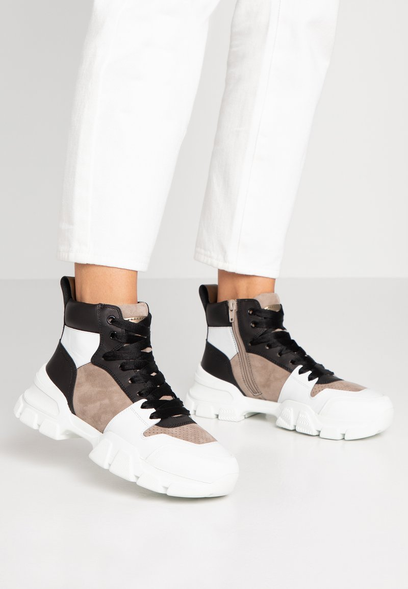 Kennel + Schmenger - ACE - High-top trainers - bianco/taupe/gold