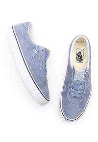 Vans - UA VANS SPORT - Sneakers basse - tempest blue/true white - 5