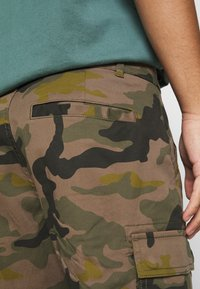 Only & Sons - ONSCAM STAGE CAMO - Shorts - olive night - 5