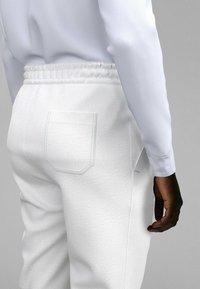 BOSS - Pantalon de survêtement - white - 3