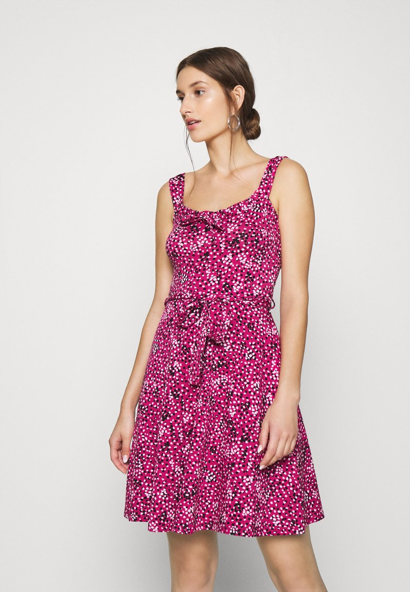 Dorothy Perkins - SPOT RUFFLE FIT AND FLARE - Jerseykjole - pink